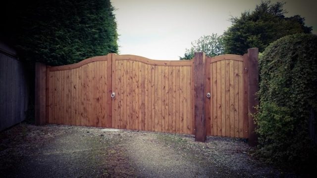 Softwood Swan Neck Driveway Gates