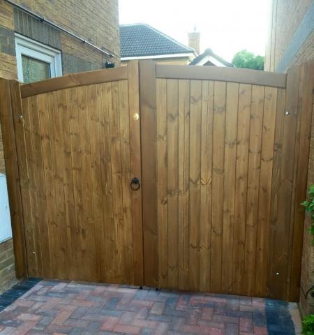 Lymm design softwood double gates in medium oak