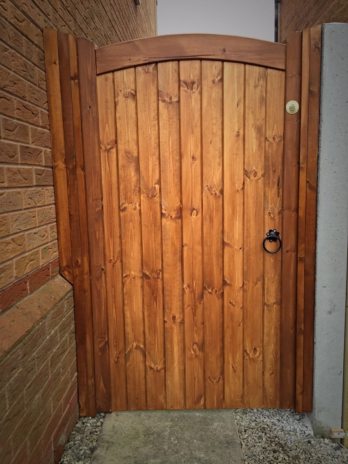 Light brown single side gate