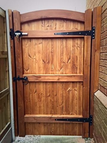 Softwood side gate back